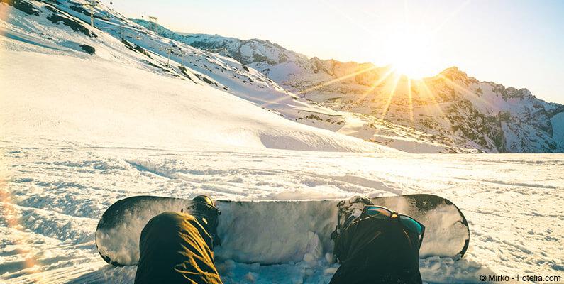 Snowboardzista i stok