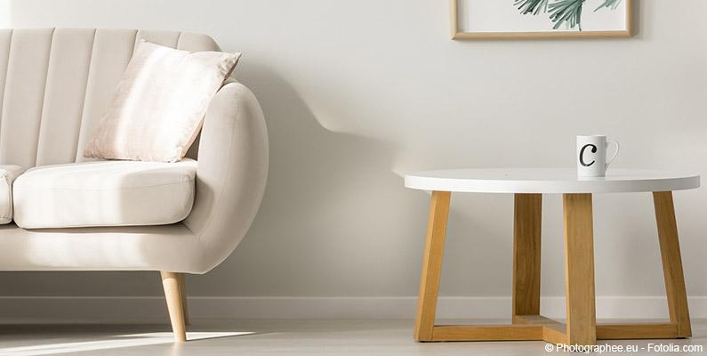 Stolik i kanapa w salonie